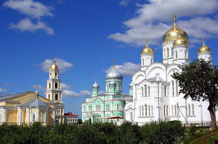 Поездки группами на автобусе в монастыри, храмы и соборы в Дивеево